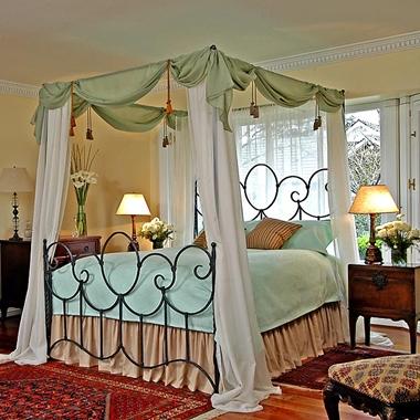 מיטות: מיטה זוגית עשויה מתכת דגם דרור