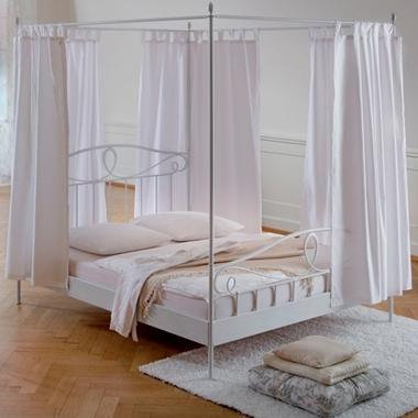 מיטות: מיטה זוגית עשויה מתכת דגם דנה
