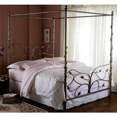 מיטות: מיטה זוגית עשויה מתכת דגם הילה